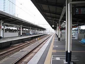 海浜幕張駅(JR東日本・京葉線)駅舎・駅名標・ホーム・駅前 ...