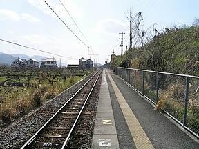 大谷駅(JR西日本・和歌山線)駅舎・駅名標・ホーム・駅前写真・画像